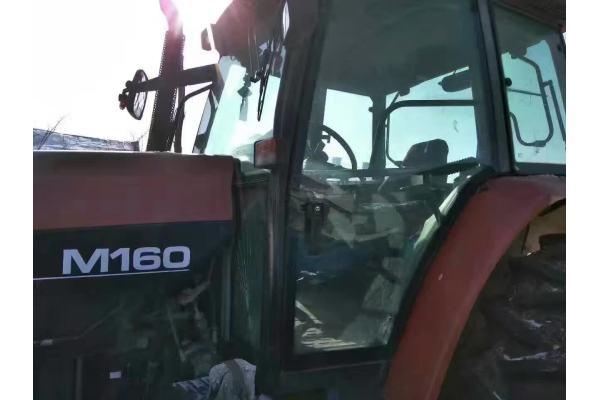 纽荷兰M160拖拉机
