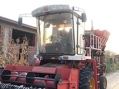 中迪机械2600自走式花生收割机