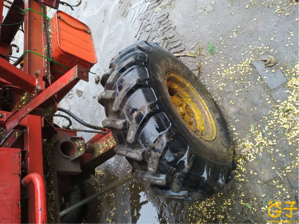 雷沃谷神CC04玉米收割机