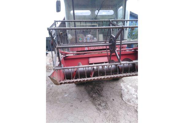 春雨小麦收割机