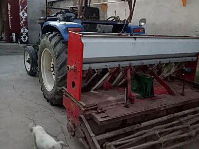 雷沃欧豹950拖拉机