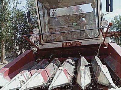雷沃CC06自走式玉米收获机