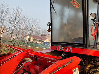 洛阳福格森4YZ-4A自走式玉米收割机