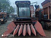 信联4YZ6-2300自走式玉米收割机