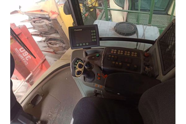 科罗尼BiGX700自走式青贮饲料收获机