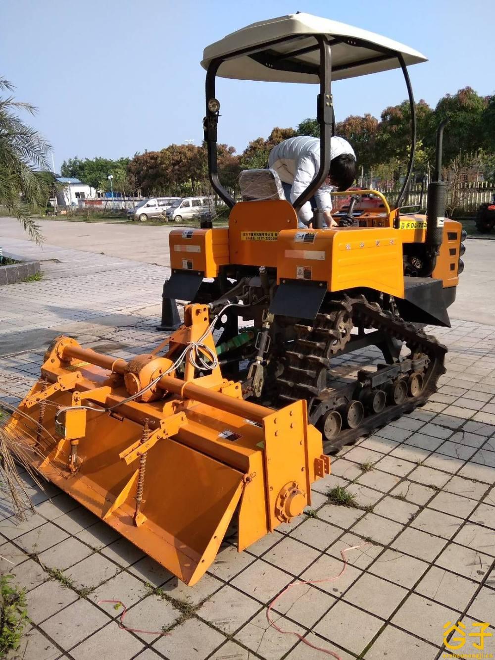 益拖DL-572履带式拖拉机