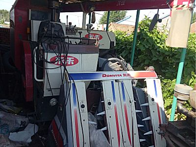 东禾水稻收割机
