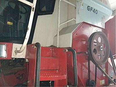雷沃GF40玉米收割机