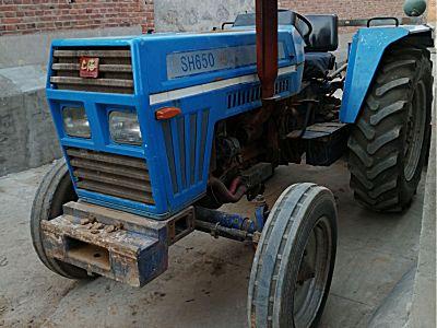 纽荷兰650拖拉机