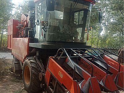 英虎4YZB-4B四行玉米收割机