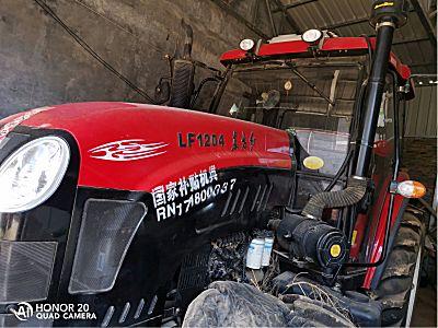 东方红LF1204拖拉机