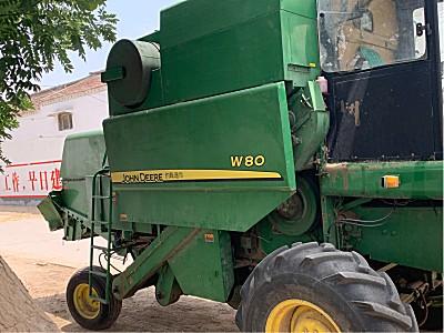 约翰迪尔W80收割机