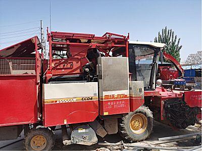 雷沃4YZ-4Q自走式玉米收获机